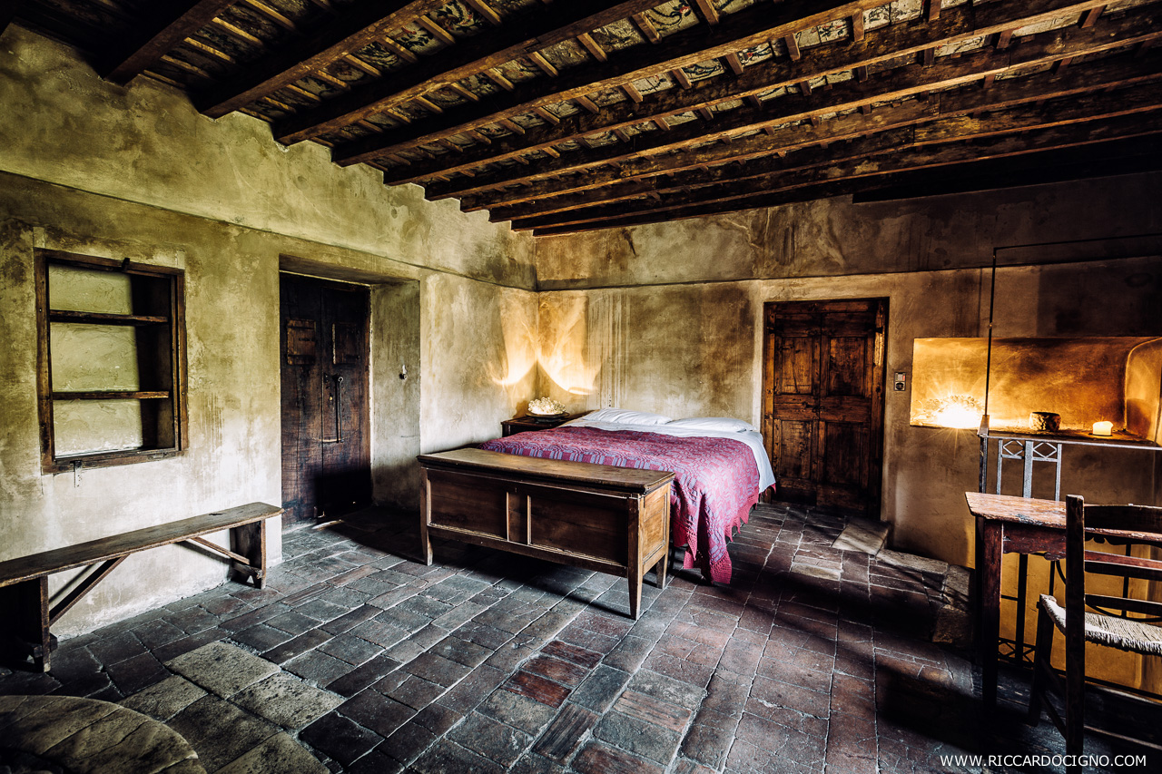 The bed covers are hand made following local traditions. Photo by Riccardo Cigno.