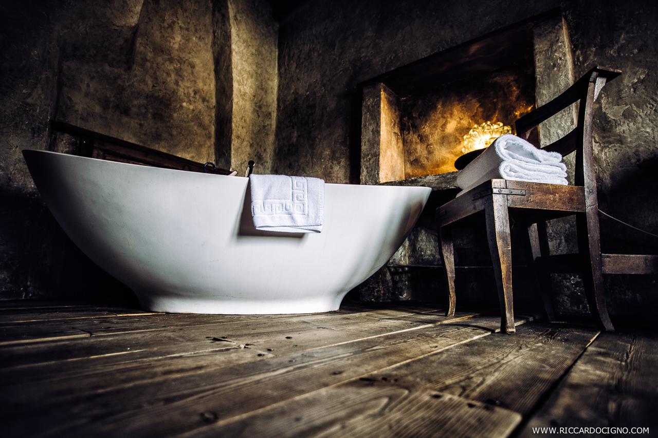 Sumptuous free-standing bath. Photo by Riccardo Cigno.