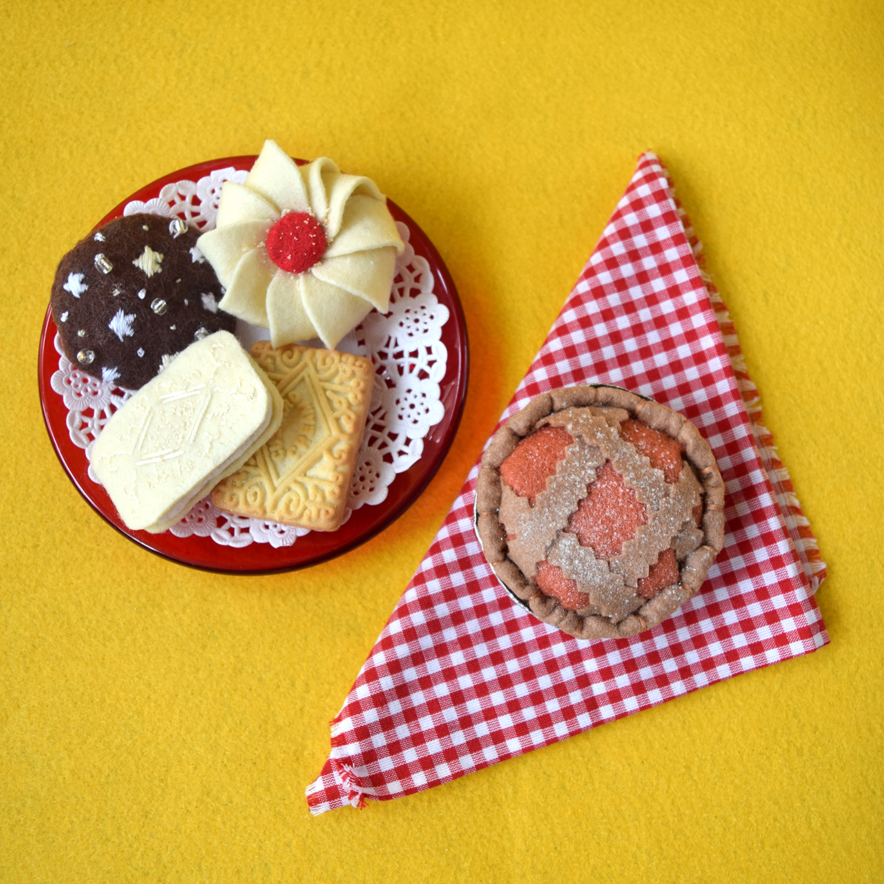 Italian and British felt biscuits by Ilaria from Zest & Lavender