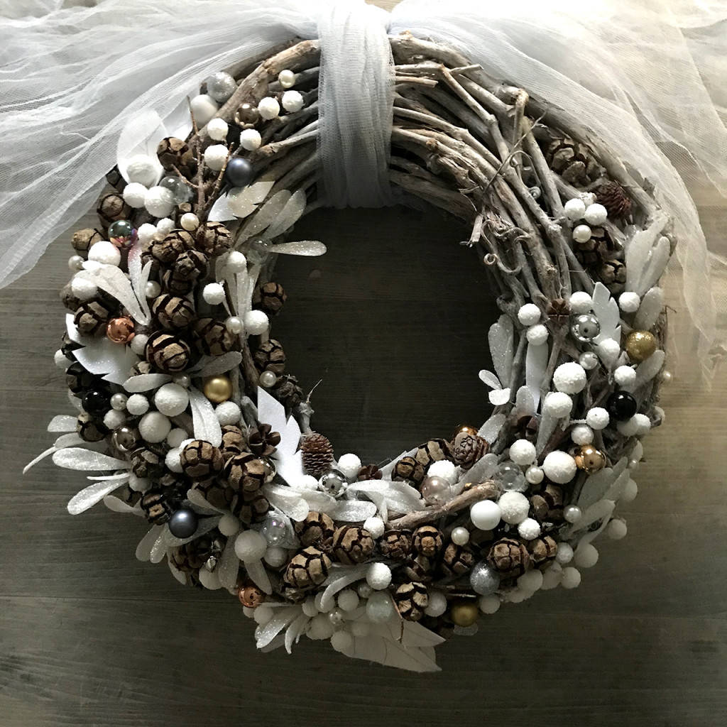 Finished wreath by Zest & Lavender